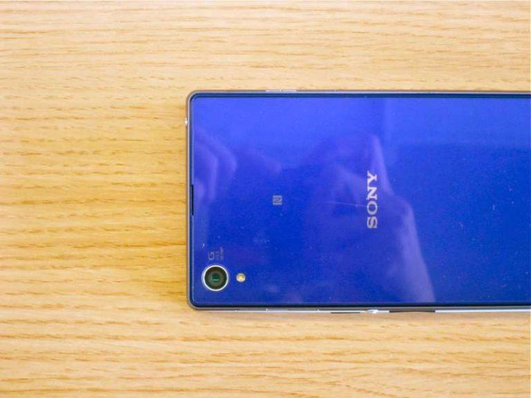 OnePlus One unter einem Sony Xperia Z1