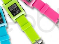 Pebble treibt es bunt in Pink, Blau und Grün