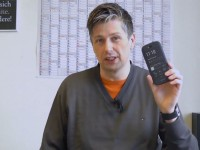 [Video] YotaPhone 2 E-Ink-Display first touch & view