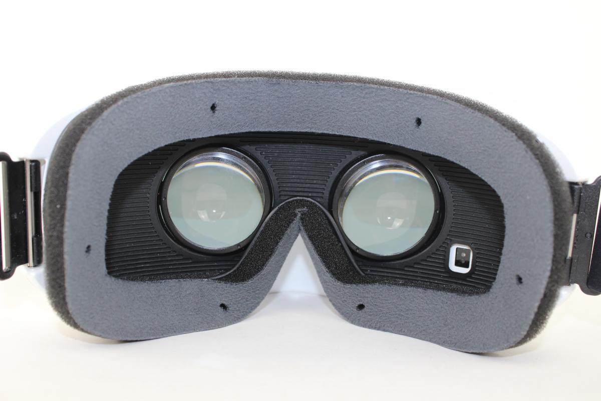 test samsung gear vr willkommen in der virtuellen realit t. Black Bedroom Furniture Sets. Home Design Ideas
