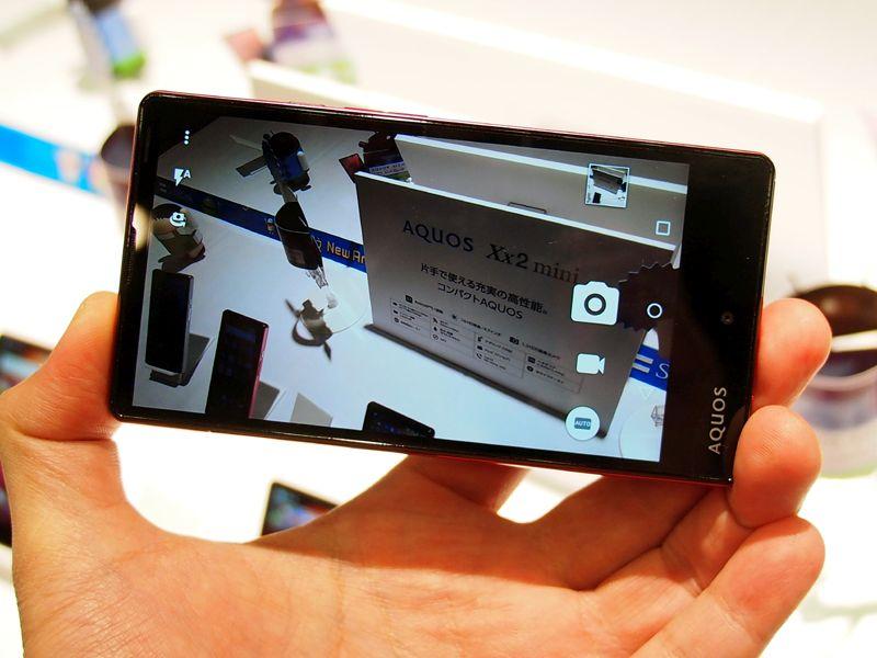 sharp aquos xx2 kompakte andorid smartphones in zwei gr en. Black Bedroom Furniture Sets. Home Design Ideas