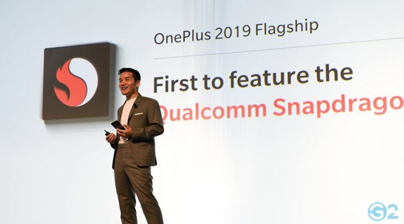 Pete Lau mit Prototypen auf dem MWC 2019